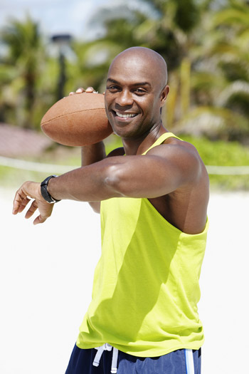 man throwing football with right hand