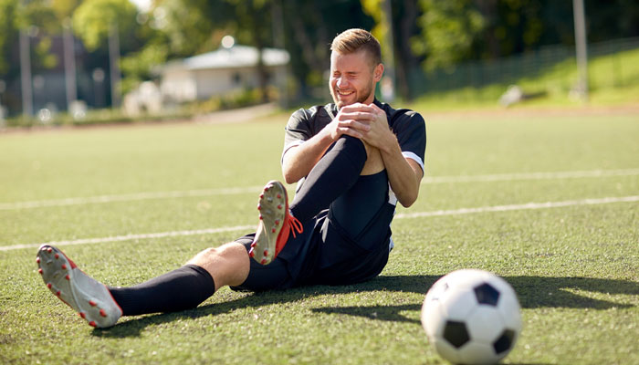 soccer player guy with knee injury on field