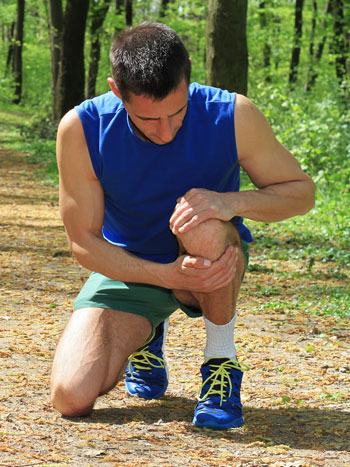 jogger with knee cap pain
